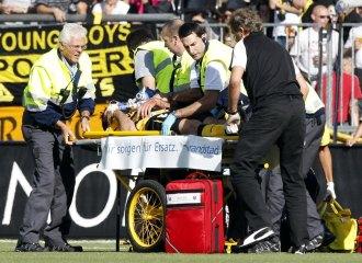 Emiliano Dudar es retirado en camilla tras la ca�da
