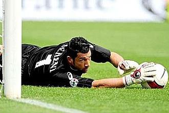 Matteo Sereni, jugando con el Brescia