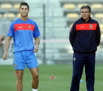 Queiroz en un entrenamiento en el Mundial de Sud�frica junto a Cristiano.