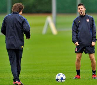 Rosicky y Cesc entrenando con el Arsenal.