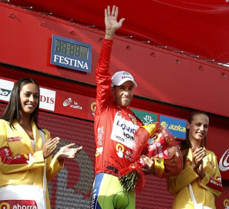 Vincenzo Nibali en el podio de Peñafiel.