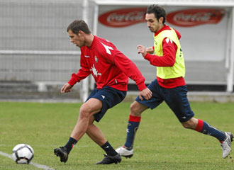 Vadocz en un entrenamiento con Osasuna.