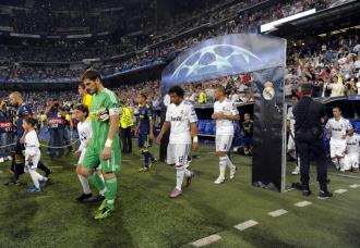 Casillas salta al terreno de juego para enfrentarse al Ajax.