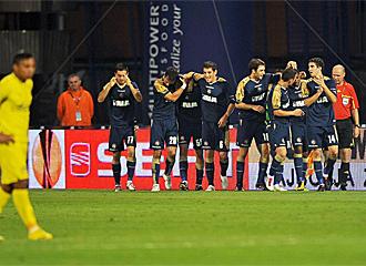 Los jugadores del Dinamo celebran un gol.