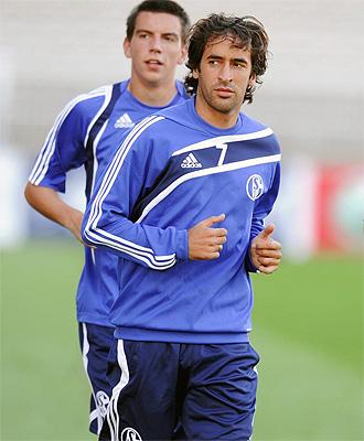 Ra�l, durante un entrenamiento del Schalke 04