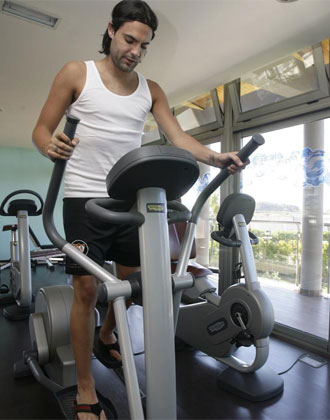 Sergio S�nchez se ejercita en el gimnasio.