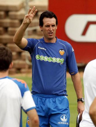 Emery dirige un entrenamiento