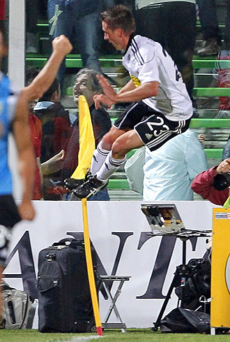 El jugador del Cesena Emanuele Giaccherini celebra un gol ante el Milan en la �ltima jornada de la Serie A.