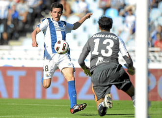 Llorente dispara a puerta durante el partido contra el Villareal.