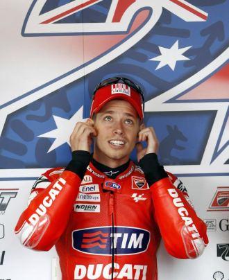 Casey Stoner, a los mandos en el 'box' de Ducati en Alcañiz