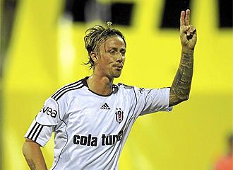 Guti celebra un gol con el Besiktas.