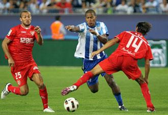 Rond�n en el partido del M�laga contra el Sevilla