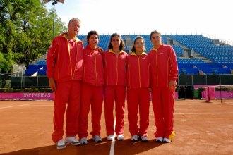 Virginia Ruano, junto a Miguel Margets, Carla Su�rez, Nuria Llagostera y Anabel Medina, durante la final de la Fed Cup en 2008.