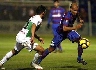 Rico en un partido con el Huesca de la temporada pasada