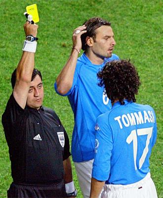 Byron Moreno, en el partido que pit� a Italia.