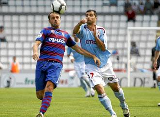 Alex L�pez en un partido contra el Huesca
