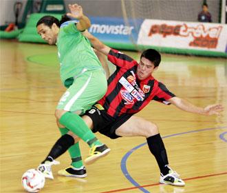 Betao y Euler pelean por un bal�n en el encuentro que enfrent� a Inter y Sala 10.
