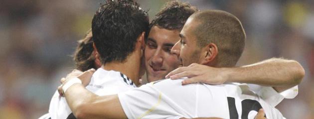 Higua�n, Cristiano Ronaldo y Benzema celebrando un gol