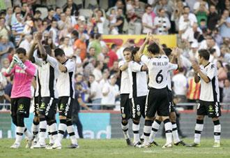 Jugadores del Valencia agradecen a la afici�n