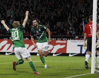 Los jugadores del Werder celebran la victoria ante el Hamburgo en la pasada jornada de la Bundesliga.