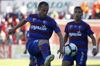 Helguera, durante un partido con el Huesca
