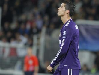 Cristiano se lamenta tras fallar una ocasi�n de gol