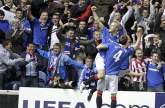 Naismith dio la victoria a los escoceses
