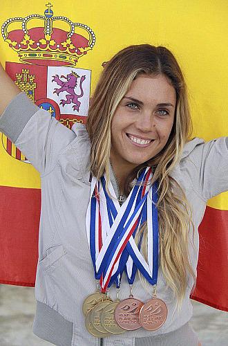 Blanca Manch�n posa con varias medallas