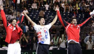 Djokovic, Zimonjic y Tipsarevic celebran el pase a la final de la Davis.