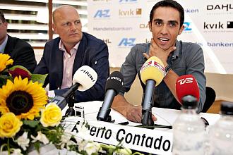 Contador ofrece una rueda de prensa para anunciar su fichaje por el Saxo Bank