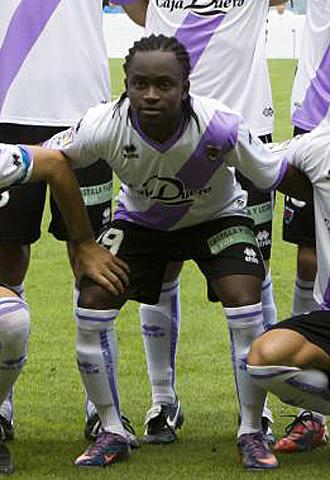 Cedric, posando para la foto oficial del partido del pasado domingo en el Mini Estadi ante el Barcelona B