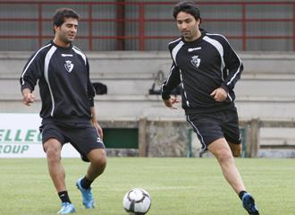 Nekounam y Masoud en un entrenamiento del Osasuna.