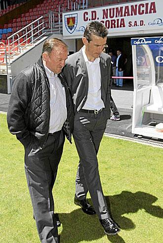 Juan Carlos Unzu�, el d�a de su presentaci�n como nuevo entrenador del Numancia