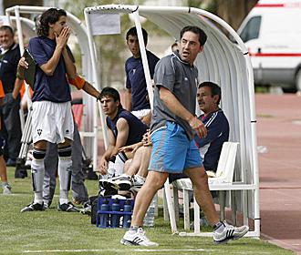 Antonio G�mez, en el banquillo del Albacete juvenil durante la final del Campeonato de Espa�a que conquist� el equipo manchego... el t�cnico madrile�o se enfrenta ahora a su pasado