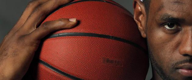 LeBron James posando en el d�a de su presentaci�n con los Heat