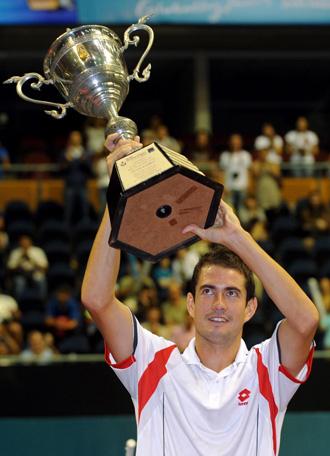 Guillermo Garc�a L�pez celebrando su triunfo