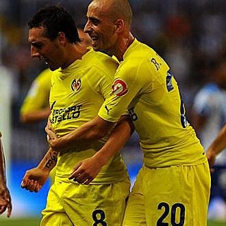 Santi Cazorla y Borja Valero celebrando un gol.