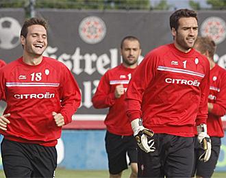 Falc�n, junto a David Rodr�guez, en un entrenamiento con el Celta