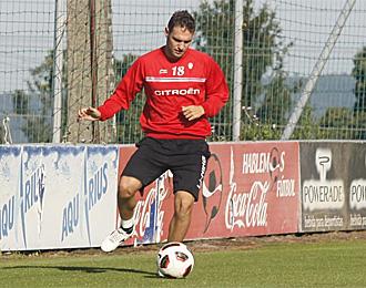David Rodr�guez, en un entrenamiento con el Celta