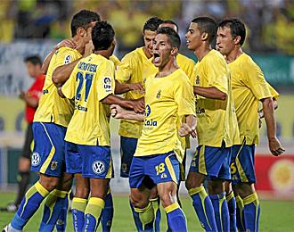 �lvaro Cejudo, celebrando un tanto con el resto de sus compa�eros