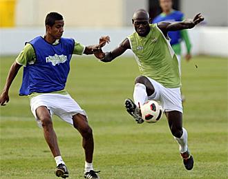 Roversio y Eman�, en un entrenamiento con el Betis