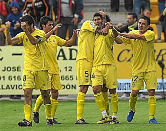 Los jugadores del Alcorc�n celebran uno de los goles marcados al Rayo
