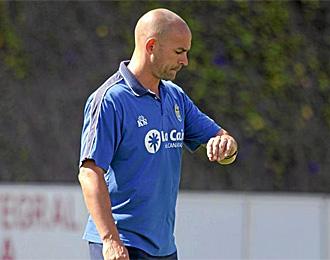 Paco J�mez, en un entrenamiento de la UD