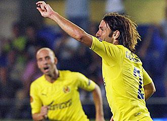 El defensa central del Villareal, Gonzalo Rodr�guez, celebrando un gol.