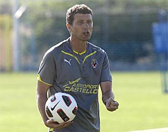Javi Gracia, en un entrenamiento con el Villarreal B