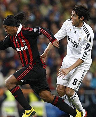 Ronaldinho y Kak� durante un partido.