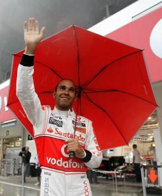 Lewis Hamilton, saludando a los aficionados en Suzuka