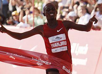 Wanjiru, entrando en la meta del Marat�n de Chicago.