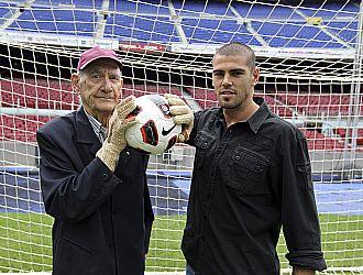 Ramallets y Vald�s, juntos en la porter�a del Camp Nou