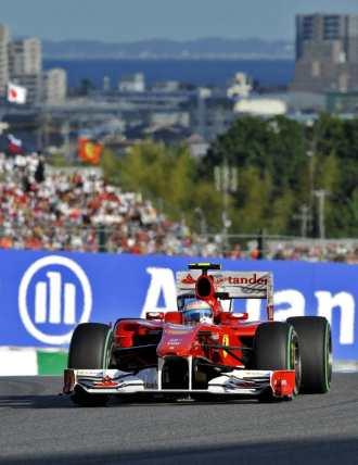 Fernando Alonso, a los mandos de su F10 en Suzuka